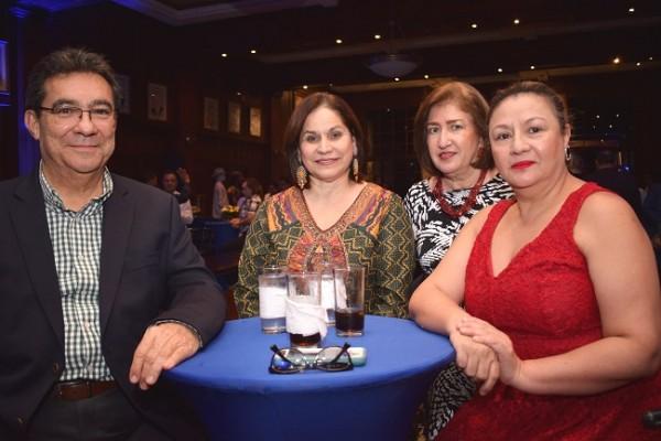 Donaldo Suazo, Dora de Suazo, Patricia Puojol y Lourdes Cardonal