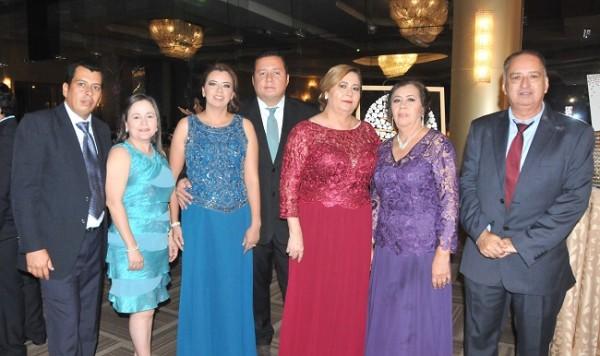 Eduard Tinoco, Jessica Palomeque, Ingrid Tinoco, Keempes Mejía, Irma Martínez, Mery Aguilera y Cleofes Tinoco