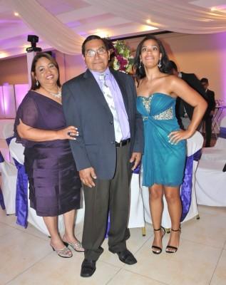 Elizabeth Pineda, Luis Pineda y Simone Power