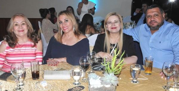 Elsie Vega, Janeth Blanco, Jackie Irías y Beto Andino