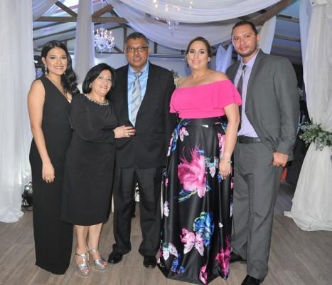 Esly, Maribel y Wilfredo Gómez, junto a Alejandra y Mariano Gómez