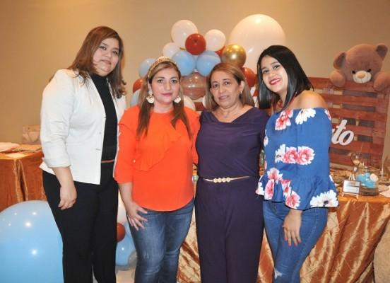 Fátima Cisneros, Miriam Becker, Gloria Vásquez y Milly Cárdenas