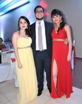 Heidi Escoto, Roberto Mena y Nicole Mena
