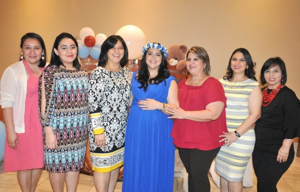 Janeth Barahona, Susana Argentina, Mirna, Ruby Lizeth Barahona de Zavala, Elsy de Vásquez, Natalia y Susana Barahona