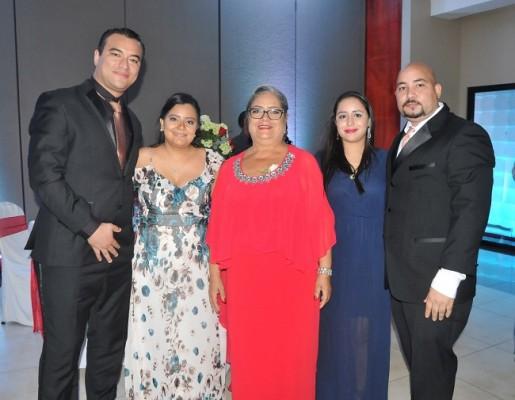 José Melgar, Andrea de Melgar, la madre del novio, Alicia Pérez, Mercedes Andino y Harol Melgar