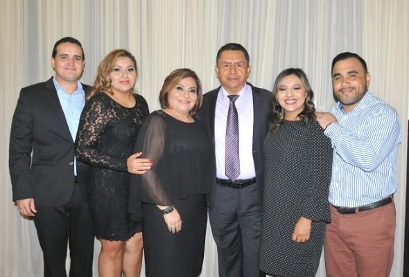 José y Alejandra Chinchilla, Marielena Argeñal, Misael Argeñal, Karen de Chicas y Wilson Chicas