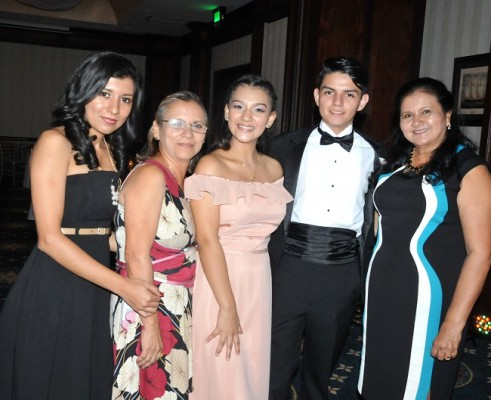 Josselin Rosales, Iris Reyes, Jharleny Leonardo, Miguel Zamora y Eriselda Leonardo