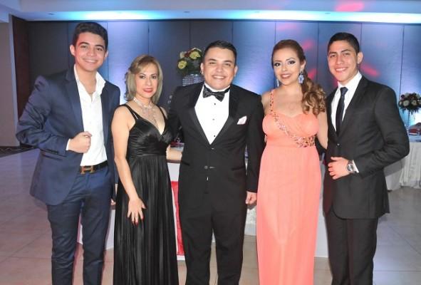 Josué Mejía, Rosibeth Guevara, Christopher Avelar, Yessenia Reyes y Carlos Hernández