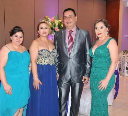 Karla Elvir, la madre del novio, Sandra Isabel Perdomo, Juan Carlos Cardona y Denia Elvir