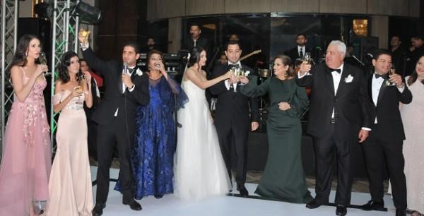 Las familias Bendeck-Zgheibra y Dieck-Zavala brindaron por la felicidad de los recién casados