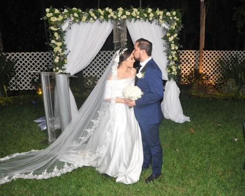 Las tiernas expresiones del auténtico amor entre Tania y Ángel, se hicieron sentir a cada instante. La ceremonia fue oficiada por el pastor Rigoberto Núñez.