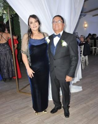 Los padres del novio, Olga Suyapa Irías y Miguel Ángel Mencía del Cid