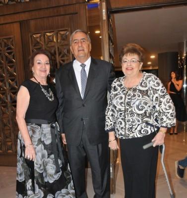 María Elena Marcos de Abufele, Emin Abufele y Antonieta Botto