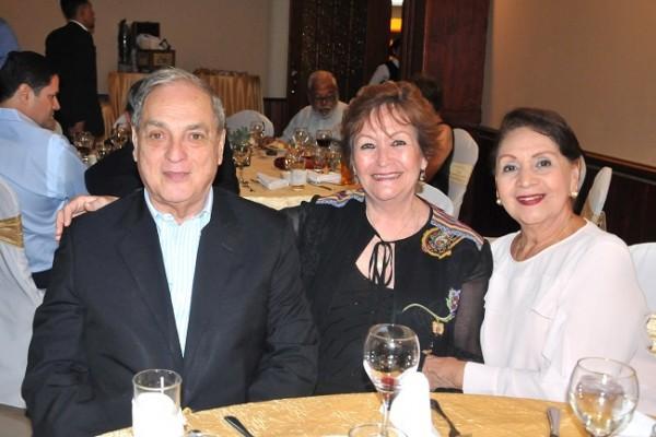 Marco Largos, Gladys de Lagos e Hilda de Enamorado