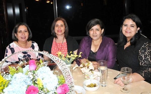 Margarita de Canales, Shirley Ochoa, Thelma de Ochoa y Ruby Castillo