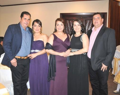 Marlon y Claudia Menjívar, Ana Caballero, Xenia Caballero y Luis Menjívar