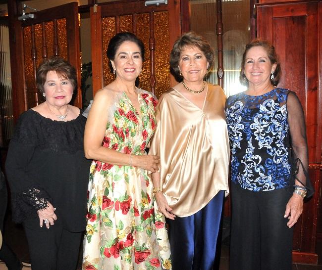 Celebrando el cumpleaños de doña Bárbara Hernández de Quintana