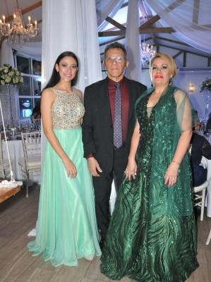 Miriam y Óscar Paz junto a Miriam Perdomo