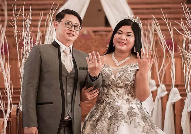 Novia quedó en shock al ver qué su pastel de bodas era una fraude