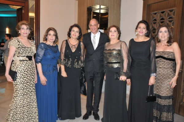 Nelly, Ángela, Roma, Johnny, Ana, Leyla y Mary Segebre