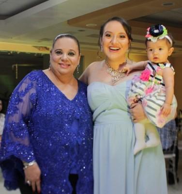 Nolvia Mejía junto a su hija Nheylin Ung y la preciosa Charlotte Sophia