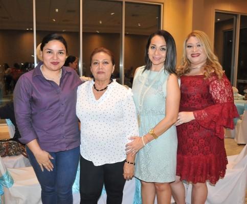 Paola Girón, Olga de Ayala, Olga Ayala de Laínez y Jessy de Pineda