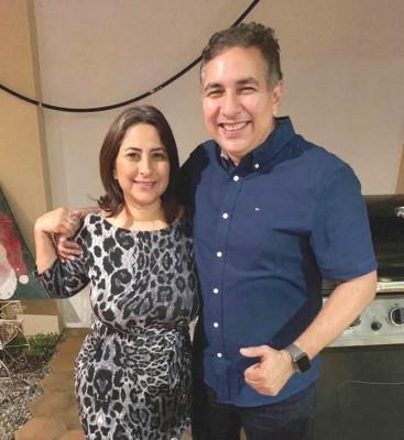 Sogeila con su hermano Ernesto Alvarado