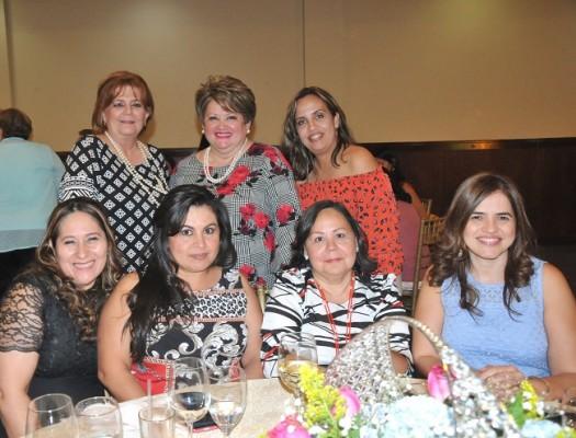 Soreya Saybe, doña Jenny, Ángela de Torres, Lucy Lemus, Nora Perdomo, Elsa de Pinto y Jessica Izaguirre