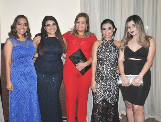Stephanie López, Gloria Calderón, Vanessa Bú, Francis Isaula y Odalis Estrada