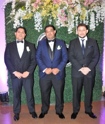 Yastin Leonel Urbina Perdomo junto a sus primos, Miguel Urbina y Christian Urbina