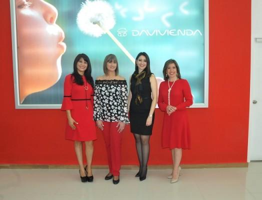 Yenny Orellana, Jennie Martinez, Gina Flores y Ruby Espinal, ejecutivas de Davivienda