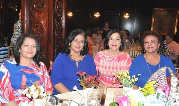 Zoila de Carrasco, María Esther Savid, Marisol Cárdenas y Maribel Sánchez