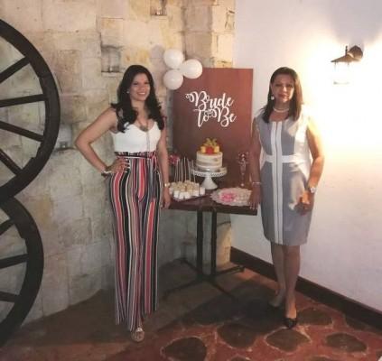 Alejandra Barrios junto a su madre, Yin Quan Bulnes