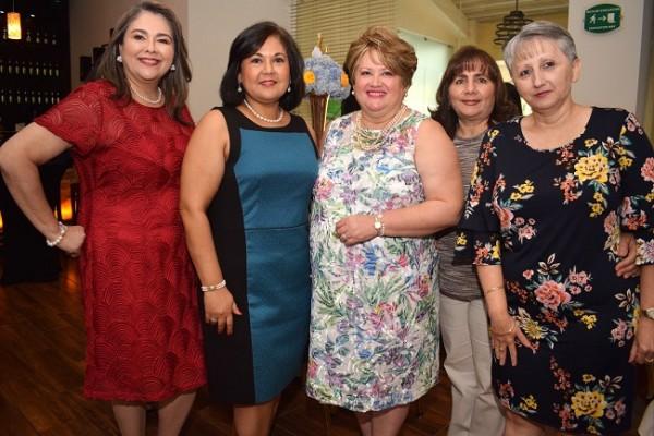 Ana Morales, Lizbeth de Aguilar, doña Jenny Navarro de Ochoa, Soreya Canahuati y Silvia Navarro