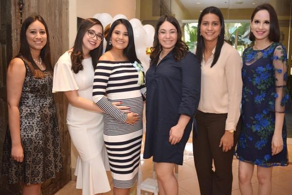 Andrea López, Jenny Ochoa, Irma Muñoz de Pavón, Olimpita Cáceres, María Isabel López y Nicole Romero