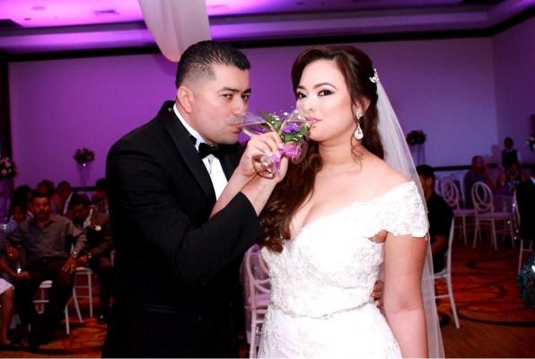 Carlos Mendez y Mayling Canales unieron sus destinos en una fabulosa ceremonia que tuvo lugar en el Hotel InterContinental, teniendo como planner y decoradora del evento a Lidabel y Scarleth Mena