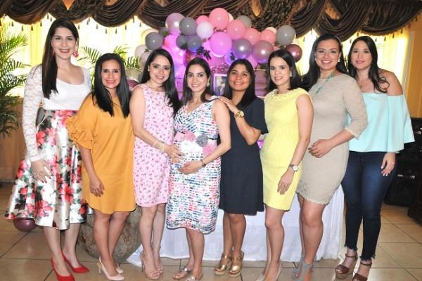 Carol Tróchez, Lia Pineda, Daniela Castro de Hernández, Carla Pineda, Cinthia Alemán, Andrea Naranjo y Karla González