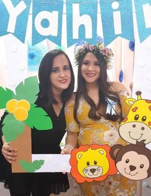 Cinthya Granados de Oviedo y Alejandra Montes de Granados
