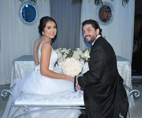 Paola y Eduardo llegaron al altar tras 8 meses de compromiso a sus espaldas.