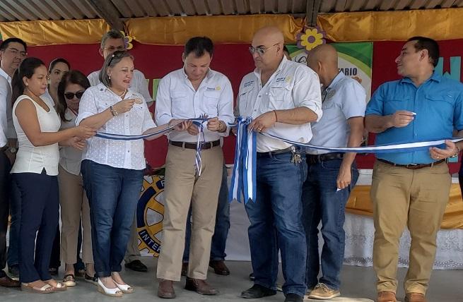 Rotarios inauguran primer proyecto de mejoras Desafío Wash en Escuela de San Manuel