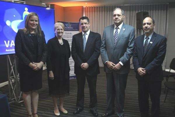 Frances Michelen, Jo Faraj, Rafael Villeda, Roberto Leiva y Juan José Pino en los premios Valmoral 2019