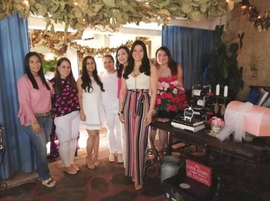 Gabriela Ustariz, Dalia Giron, Tatiana Martinez, Gabriela Jimenez, Sonia Avelar Ale Barrios y Stepahnie Torres
