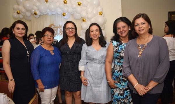 Guicela de Membreño, Paula Fuentes, Sara Cabrera, Carolina Membreño, María Esther David y Raquel de Torre