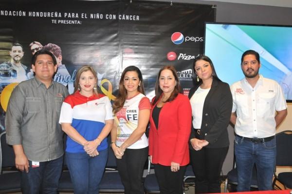 Gustavo Palacios, Melissa Villegas, Andrea Quintana, Carol Kattán, Debbie Figueroa de Benhard y Horacio Ruíz