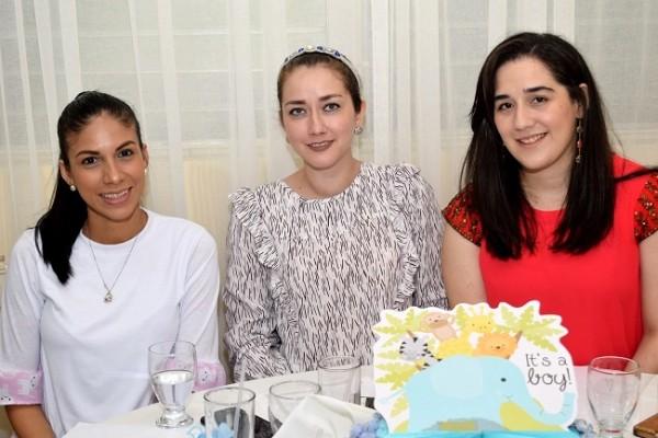 Iliana Linares, Berenice Villeda y Alejandra Saybe