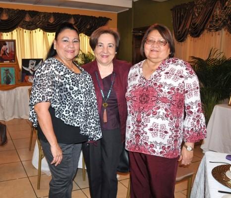 Irma Flores, Ruth Medina y Antonieta Escobar