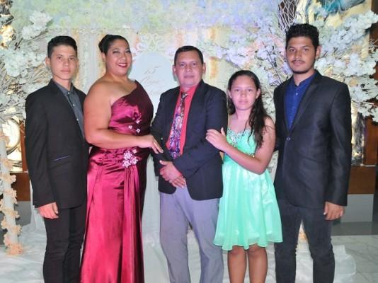 Josué Hernández, Kenia Cerrato, Fredy Hernández, Ariadna y Emanuel Hernández