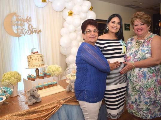La abuela materna, Paula Fuentes, Irma Muñoz de Pavón y la abuela paterna, doña Jenny Navarro de Ochoa