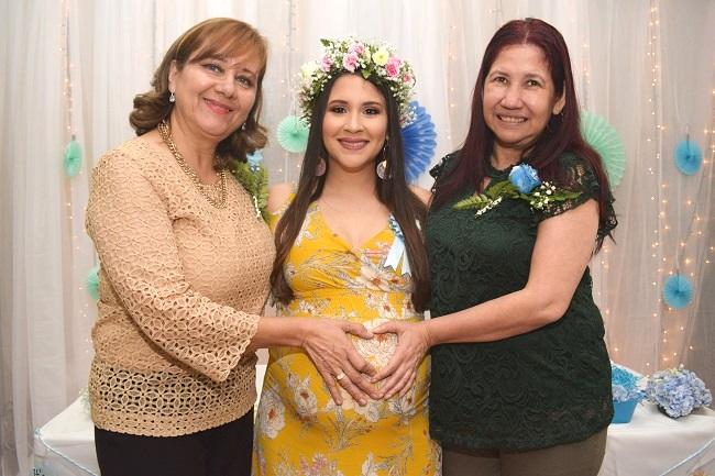 La cigüeña toca la puerta en el baby shower de Alejandra
