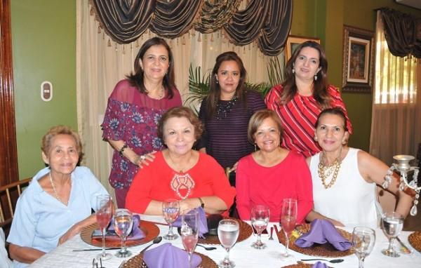 Lizeth García, Xiomara de Suazo, Sherley Paz, Bessy de Arriaga, Idalia Vivas de Hernández, Elena Dubón y Fanny de Ponce
